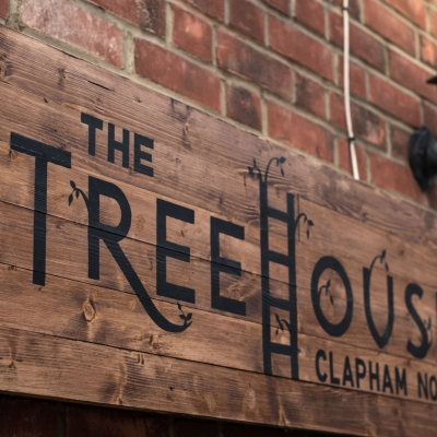 Clapham-North-Pub-Treehouse-sign